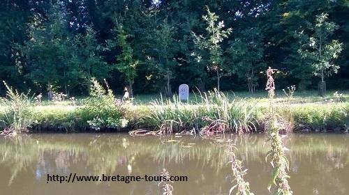 Borne 55 du canal d'Ille et Rance
