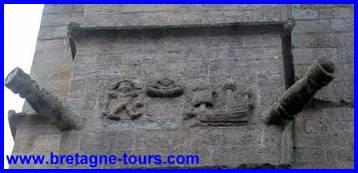 Caravelles et canons sur l'église