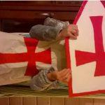 Déguisement Moyen Age: Chasuble et blason des Templiers