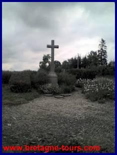 la croix pour aller au chêne de la Vierge