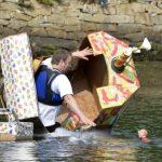 Fête des bateaux en carton dans le port de Douarnenez