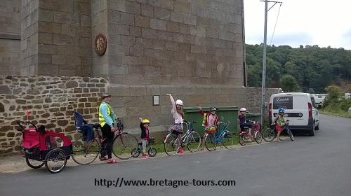 5 enfants sur le canal d'Ille et Rance