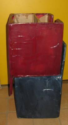 Deux chaises en carton