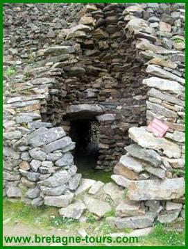 Fausse coupole dans un monument mégalithique à Barnenez