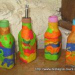 Création en fimo sur de la vaisselle en verre faite par les enfants.... une bouteille en fimo fait maison en cadeau de Noel