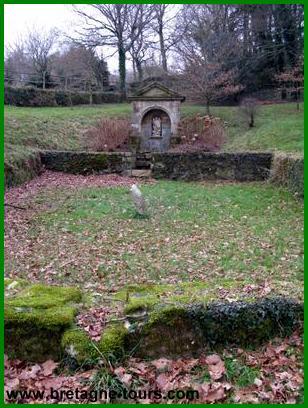 Site de la chapelle et fontaine de saint Michel à Quinipily