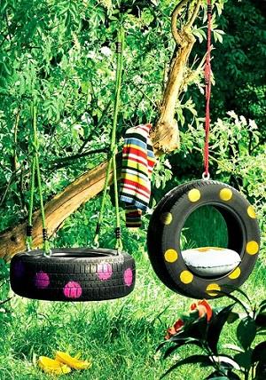 Balancoire fait avec un pneu