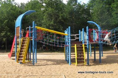 Jeux plein air pour jeunes enfants