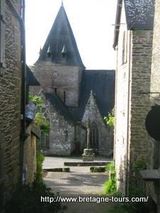 La tour carrée de l'église de Notre Dame de la Tronchaye