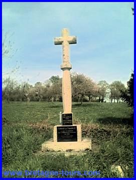 Croix à la mémoire du Père Guénaël
