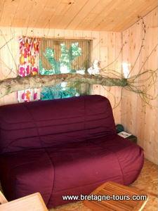 Intérieur d'une cabane dans les arbres