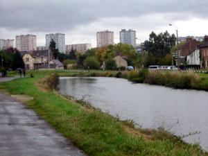 les tours de Maurepas vues du canal st Martin à Rennes