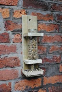 Mangeoire fait maison pour oiseaux