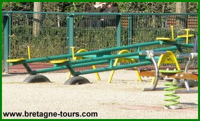 Les balancoires du parc Maurepas de Rennes