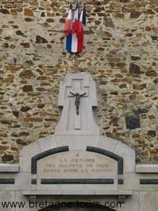 monument aux morts en Bretagne