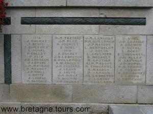 noms des soldats morts de 1914 et 15 dans une petite commune bretonne