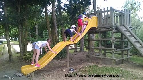 Petite pause dans le parc à jeux de Saint Domineuc