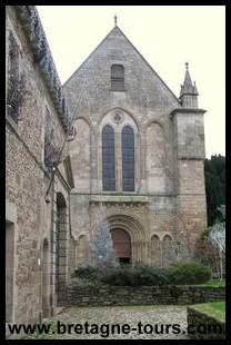 façade romane de l'abbaye de Léhon