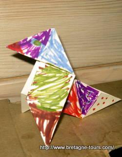 Poule en papier décorée