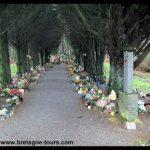 Le tombeau de Saint Lénard (Léonard) à Andouillé Neuville (RN 175) sur la route de Rennes au Mont Saint Michel