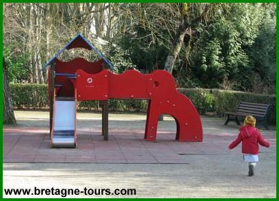 Jeux de plein air au parc Maurepas de Rennes