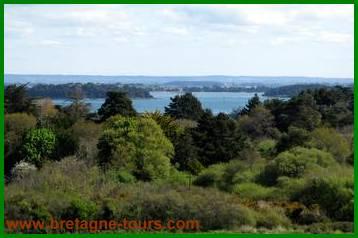 Vue de la butte de César : le Golfe du Morbihan